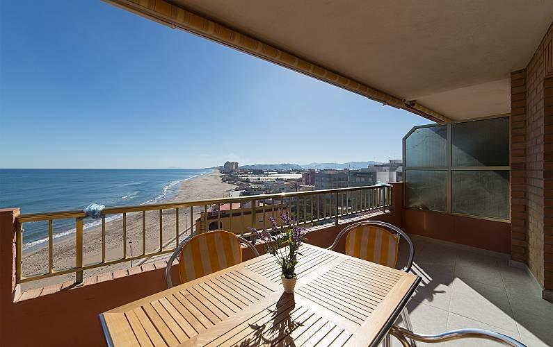 Apartamento en primera linea de mar y playa Les palmeres, holiday rental in Alginet