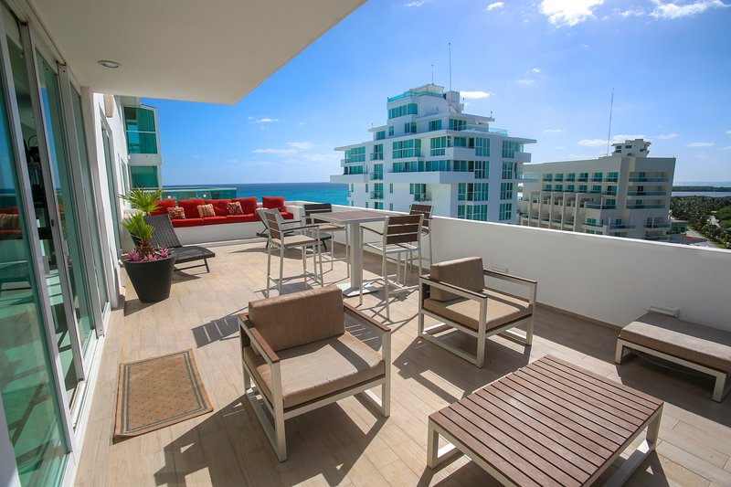 by Tim M - Penthouse #2704 - Just Remodeled & Gorgeous Inside!!! – semesterbostad i Cancún