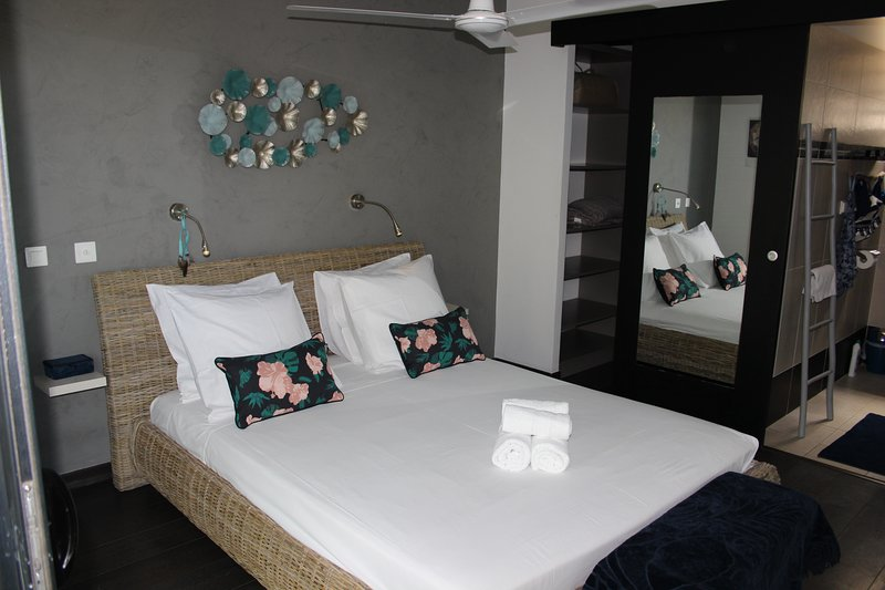 Master bedroom INDIGO rdc with terrace on swimming pool dressing room and private water room