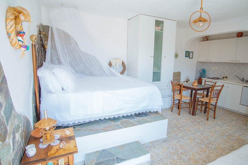 Villa Aegean Balcony | Studio Pelagos, location de vacances à Dryopida