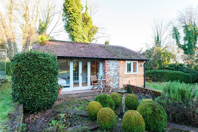 Idyllic Hampshire Hideaway - The Orchard Studio, Sparsholt, holiday rental in Andover