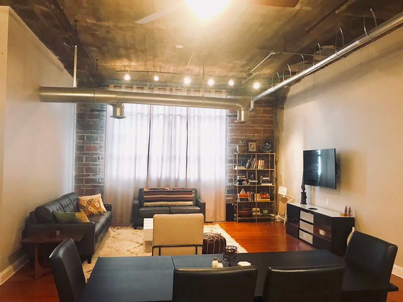 Chic Loft in Castleberry Hill * 2min to SuperBowl! * Gated Parking, holiday rental in Atlanta