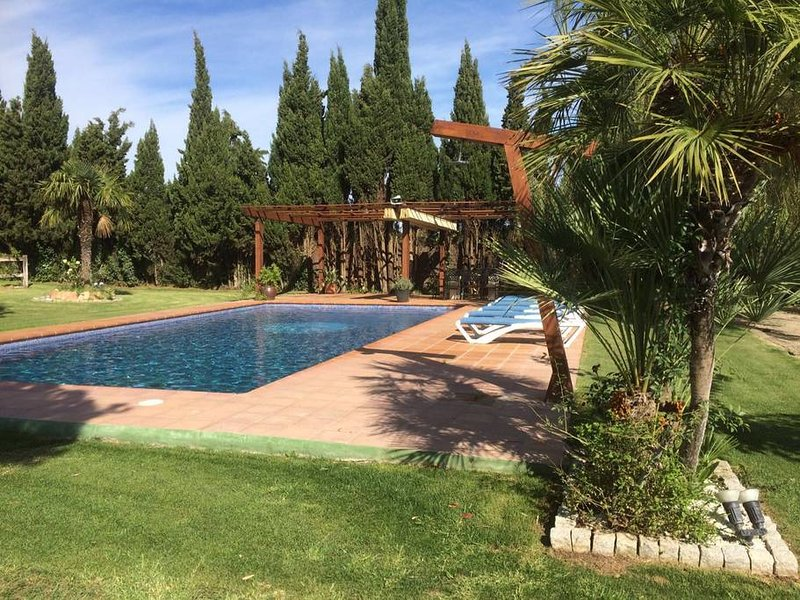 MAGNIFICA VILLA EN ZONA RURAL, holiday rental in Begur