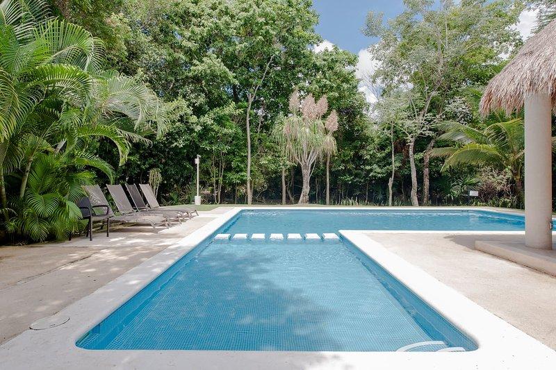 4 Bedroom Tropical Villa *Private pool *Bech Club *Maid *Breakfast, holiday rental in Playacar