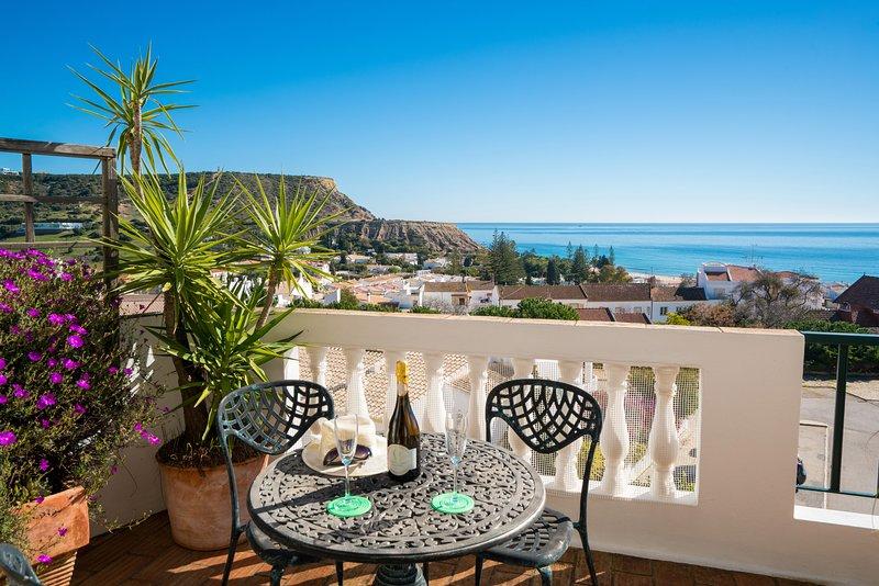 Great Top Views of Luz Bay, casa vacanza a Espiche