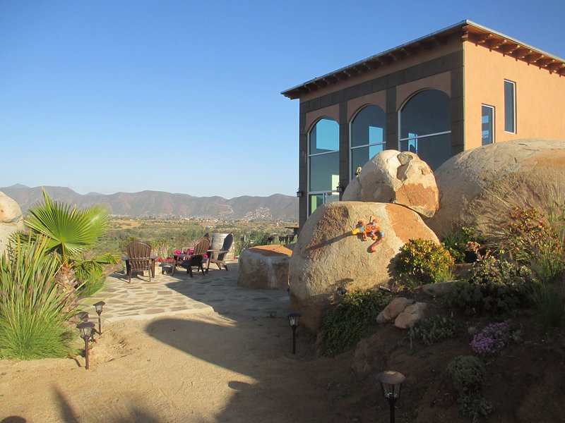 En'kanto: Casita with Loft Overlooking the Vineyard and Valle de Guadalupe!, holiday rental in Villa de Juarez