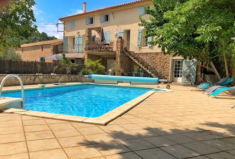 Traditional Stone Farmhouse, Private Pool, nr Beach, Carcassonne & Canal du Midi, vacation rental in Thezan-des-Corbieres