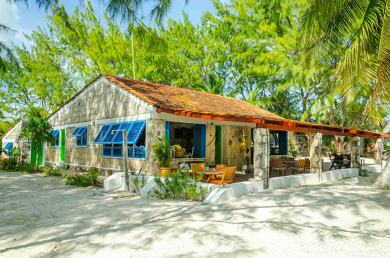 Private Beachfront Villa, Exclusive Beach,Tulum Sian Ka'an Biosphere Reserve, vacation rental in Chunyaxche
