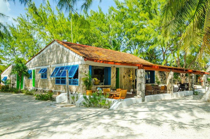 Private Beachfront Villa, Exclusive Beach,Tulum Sian Ka'an Biosphere Reserve, vacation rental in Punta Allen
