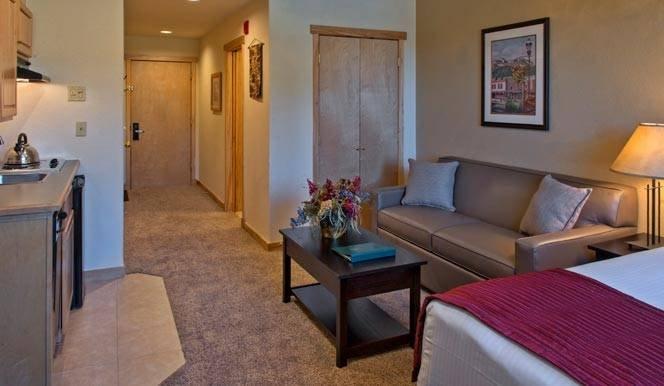 Extendable SofaBed och Hallway till andra sovrummet.