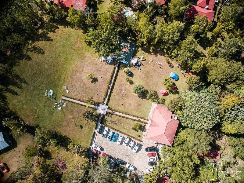 Huge Villa Ursula Jarabacoa 16 Beds-Natural River Pool-Weddings-Heliport Smoker, holiday rental in Jarabacoa