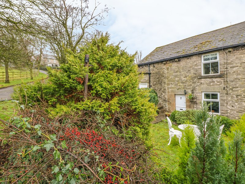 ELDER BANK, romantic, character holiday cottage, with open fire in Bradwell, location de vacances à Hathersage