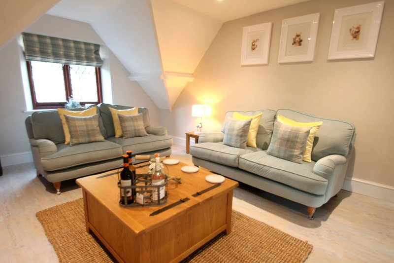 One Grooms Cottage, Dunster - Luxury Holiday Cottage for up to 6 guests with pri, location de vacances à Dunster