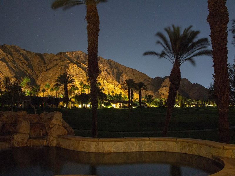 Luxurious Desert Oasis,  Night Lit Mountain & Golf Views,  Saltwater Pool & Spa, holiday rental in La Quinta