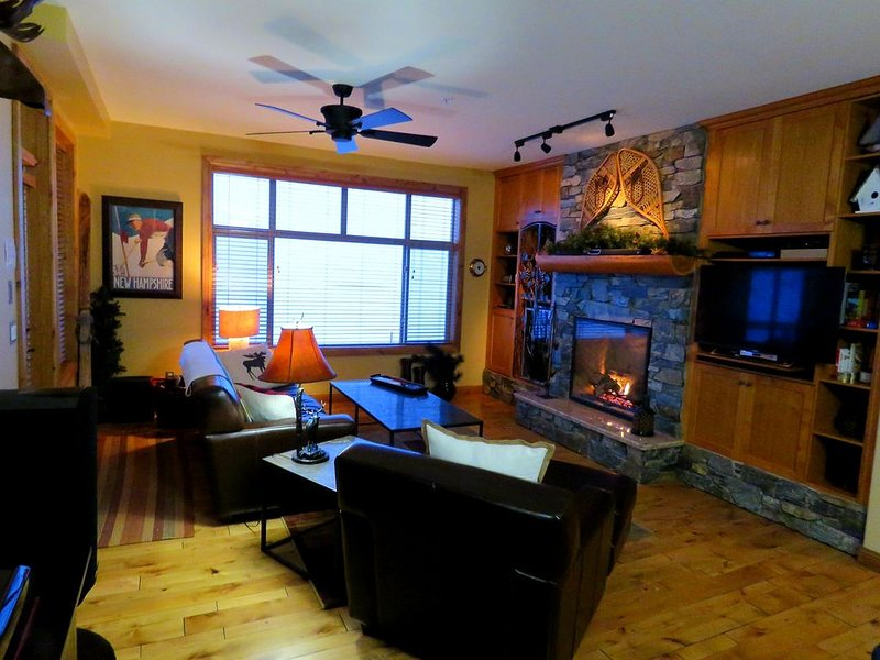Very spacious 2 bdrm former show suite - luxury on the slopeside w/great ski out, holiday rental in Big White