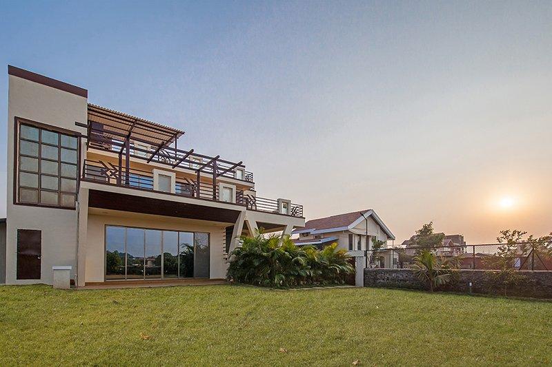 Villa with lawn
