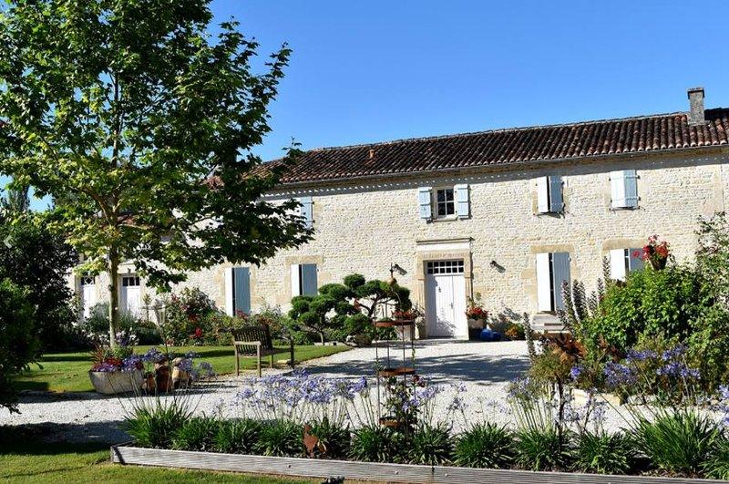 Chambre d'hôtes 3 'Les Agapanthes', location de vacances à Les Touches de Perigny