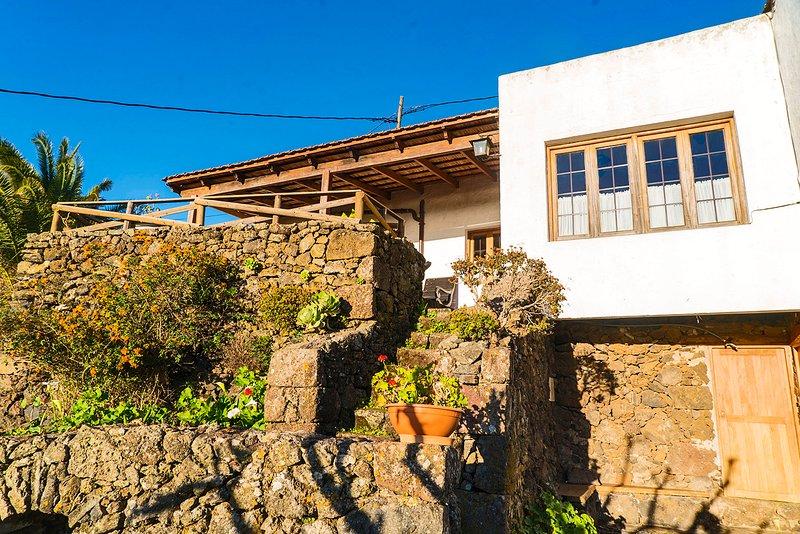 Casa Rural 'Geranios Rojos' - Terraza, Naturaleza, Chimenea, Vistas, vakantiewoning in Taibique