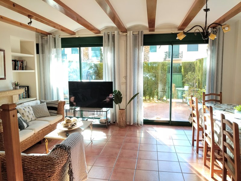 Casa Stella Maris 5 bed 4 bath in Golden Park, walk to the Arenal beach, location de vacances à Javea