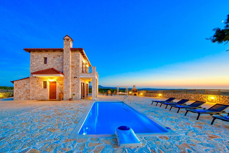 Villa Traditional I with private swimming pool, vacation rental in Volimes