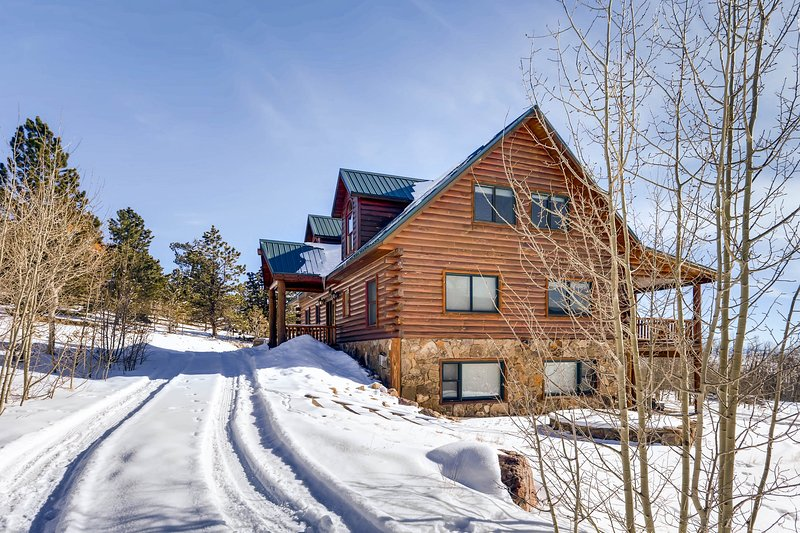 High Creek Lodge was featured on HGTV. This beautiful log home sits on a gorgeous 2 acre property surrounded by Aspen trees and breath-taking views.