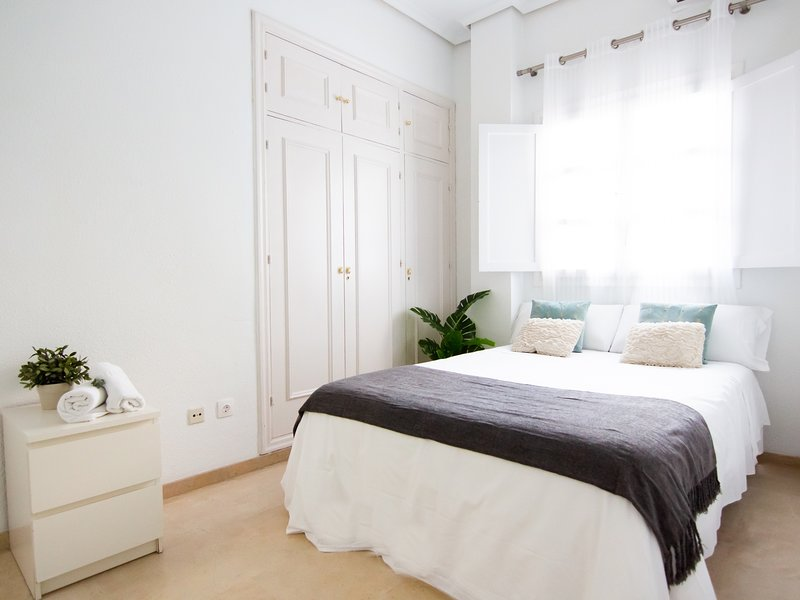 5 minutes by walk to the Cathedral - MH Santa Cruz II, holiday rental in Alcala de Guadaira