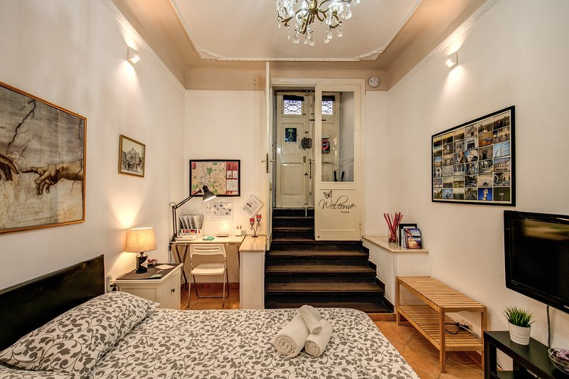 Central charming Apartment for couples close to underground-Coppedé district Chalet in Rome