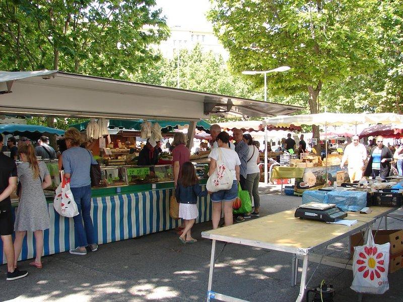 Mourillon market