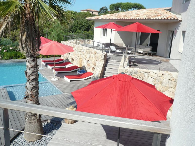 Big villa with swimming-pool & Wifi, holiday rental in Santa Giulia