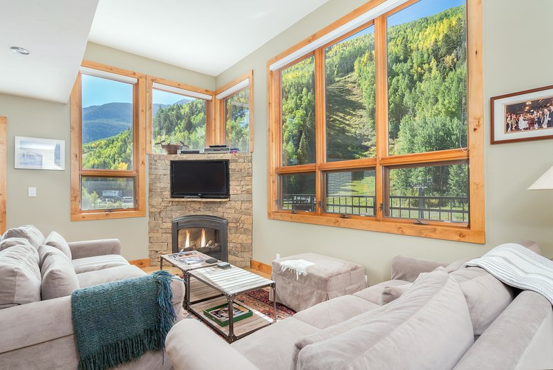 Kick your heels up on the sofa in front of the fire, or just enjoy the incredible views of the surrounding ski area & mountains.