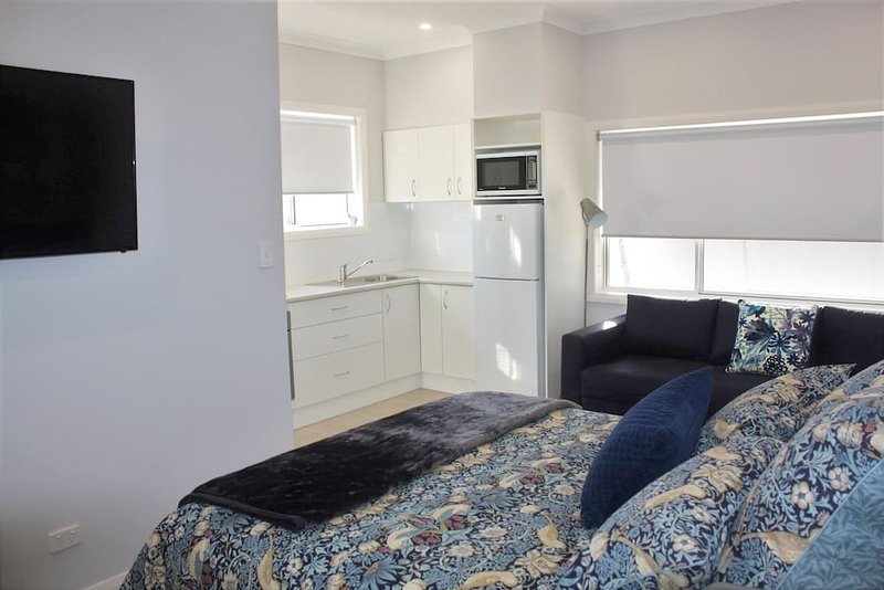 Coolah Short Stays - Town View Apartment, holiday rental in Coolah