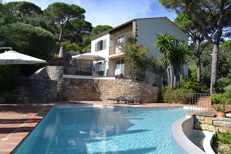 A Jewel in the Crown of La Croix Valmer, holiday rental in Port Cogolin