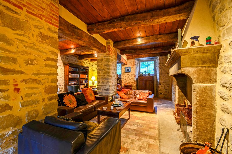 Corgna Villa Sleeps 9 with Pool and Air Con - 5755197, vacation rental in Gosparini