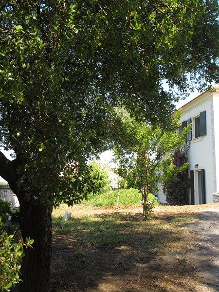 Haus Thea - Cottage mit traumhaftem Meerblick, location de vacances à Acharavi