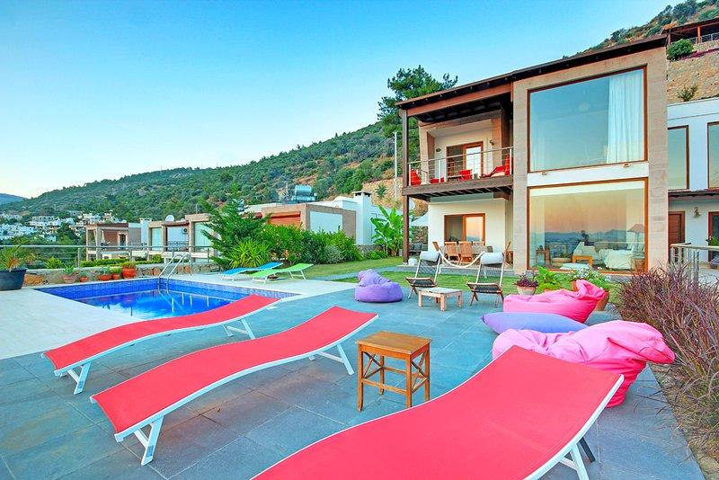Eva Bodrum - Bodrum City Villa - with great sea view, 4 bedrooms Sleeps 10, alquiler vacacional en Bodrum