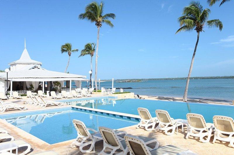 Modern Golf & Beach Villa – Bahia Principe, Playa Nueva Romana, holiday rental in San Pedro de Macoris
