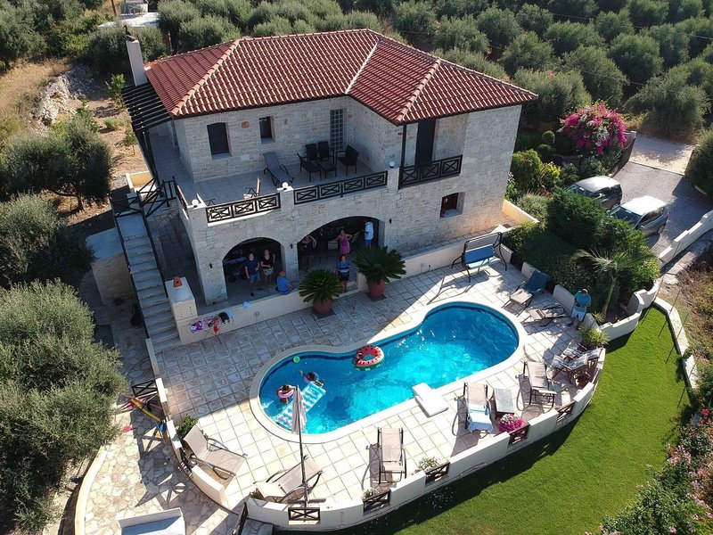 Stone Villa Rethymon with Private Pool, vacation rental in Stavromenos Rethymnis
