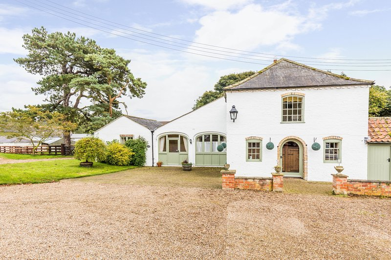 Grimblethorpe Hall  Coach House - A stunning three bedroom cottage for up to 8 g, holiday rental in Louth