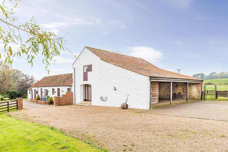 Grimblethorpe Hall Barn cottage - A stylishly converted two floor 16th century b, holiday rental in Louth