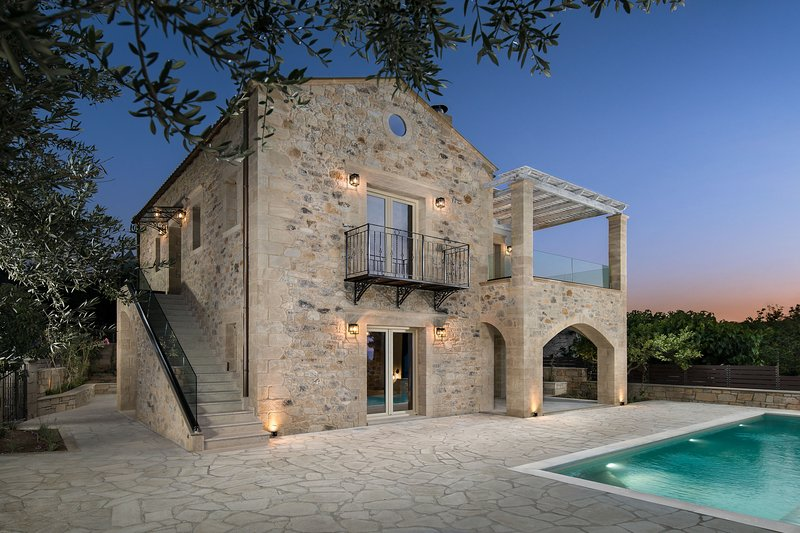 Stone-Built Private villa, with Pool and Terraces!, holiday rental in Kakopetros