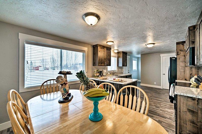 Jusqu'à 14 invités peuvent profiter de tout le confort moderne dans cette maison loin de chez soi!