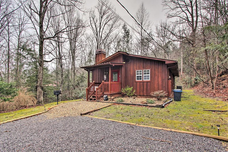 Book now to secure your spot in this little slice of Smoky Mountain heaven!