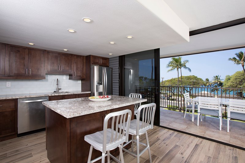 Maui Parkshore 408-Bring the Outdoors In!!
