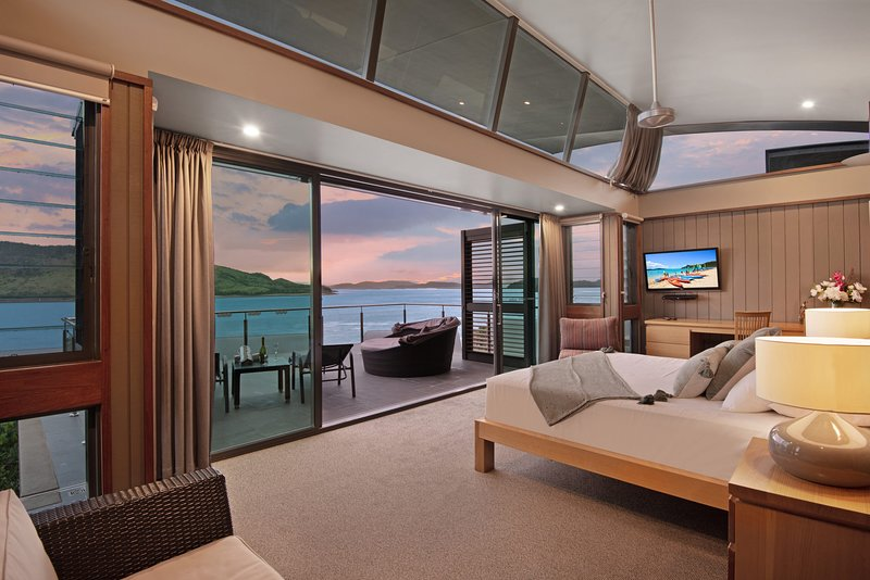 Yacht Club Villa 33 - Serenity - 4 Bedroom 4 Bathroom House Ocean Views 2, vacation rental in Hamilton Island