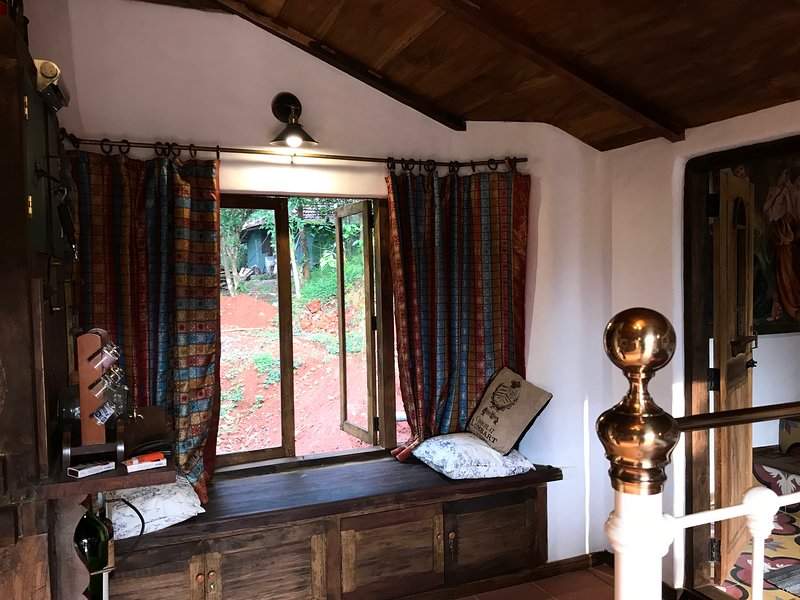 Writer's Inn: Creative Space - a hill for yourself with nature at your disposal, vakantiewoning in Lakkidi