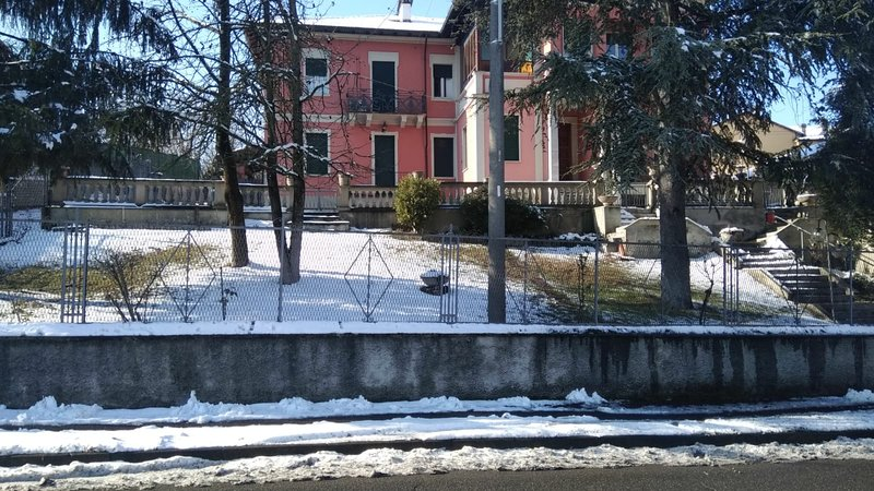 Spacious apt with terrace & Wifi, holiday rental in Gragnanino