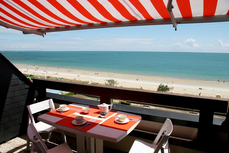 CARNAC PLAGE BRITANNIA 2 pièces face mer, holiday rental in Carnac