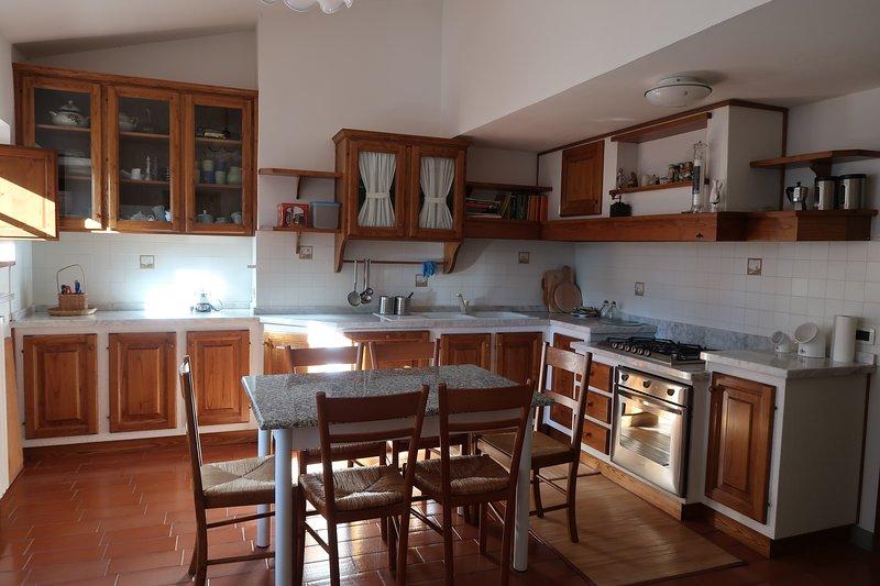 Appartamento trilocale campagna con giardino in collina toscana a 8' da Arezzo, holiday rental in Palazzo del Pero