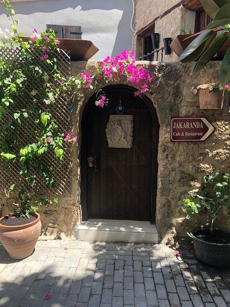 The Small House/ Küçük Ev, Traditional Stone house refurbished., location de vacances à Kyrenia