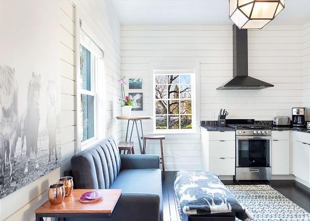 Modern Farmhouse Style, 1 Block from Forsyth Park by Lucky Savannah, alquiler de vacaciones en Savannah